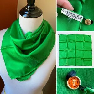 Vtg Vera Neumann kelly green silk Italian scarf